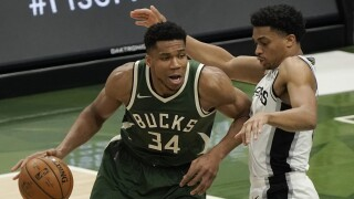 Spurs Bucks Basketball