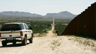 border-patrol-car-patroling-on-border-725x483.jpg