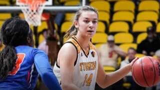 Wyoming Cowgirls seek 9th straight win Saturday, men play at Colorado State