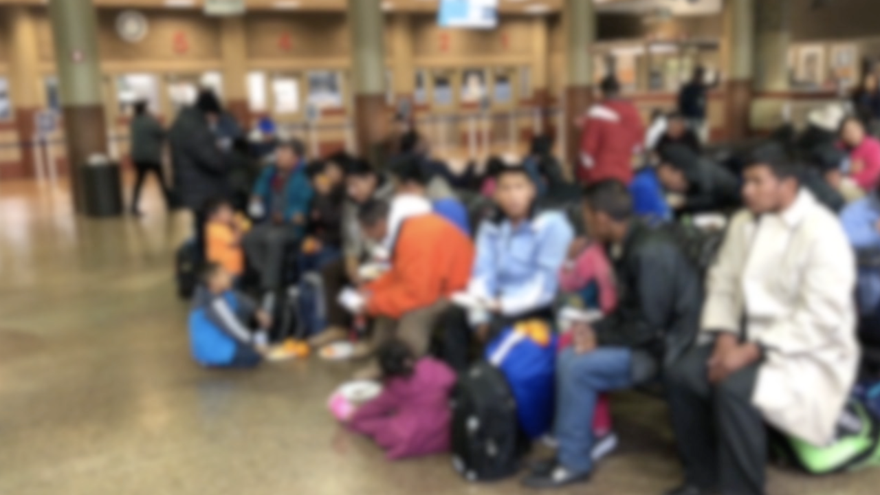 KNXV Migrants Asylum Seekers Greyhound Station 12-27-18.png