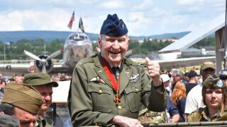 Candy bomber turns 100