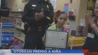 """Niña de 11 años recibe premio """"Héroe 9-1-1"""""""