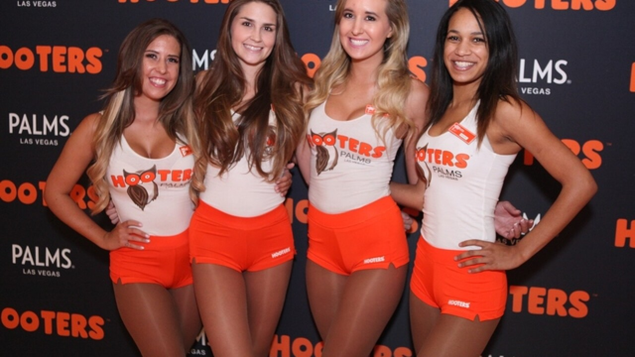 World S Largest Hooters Closing In Las Vegas