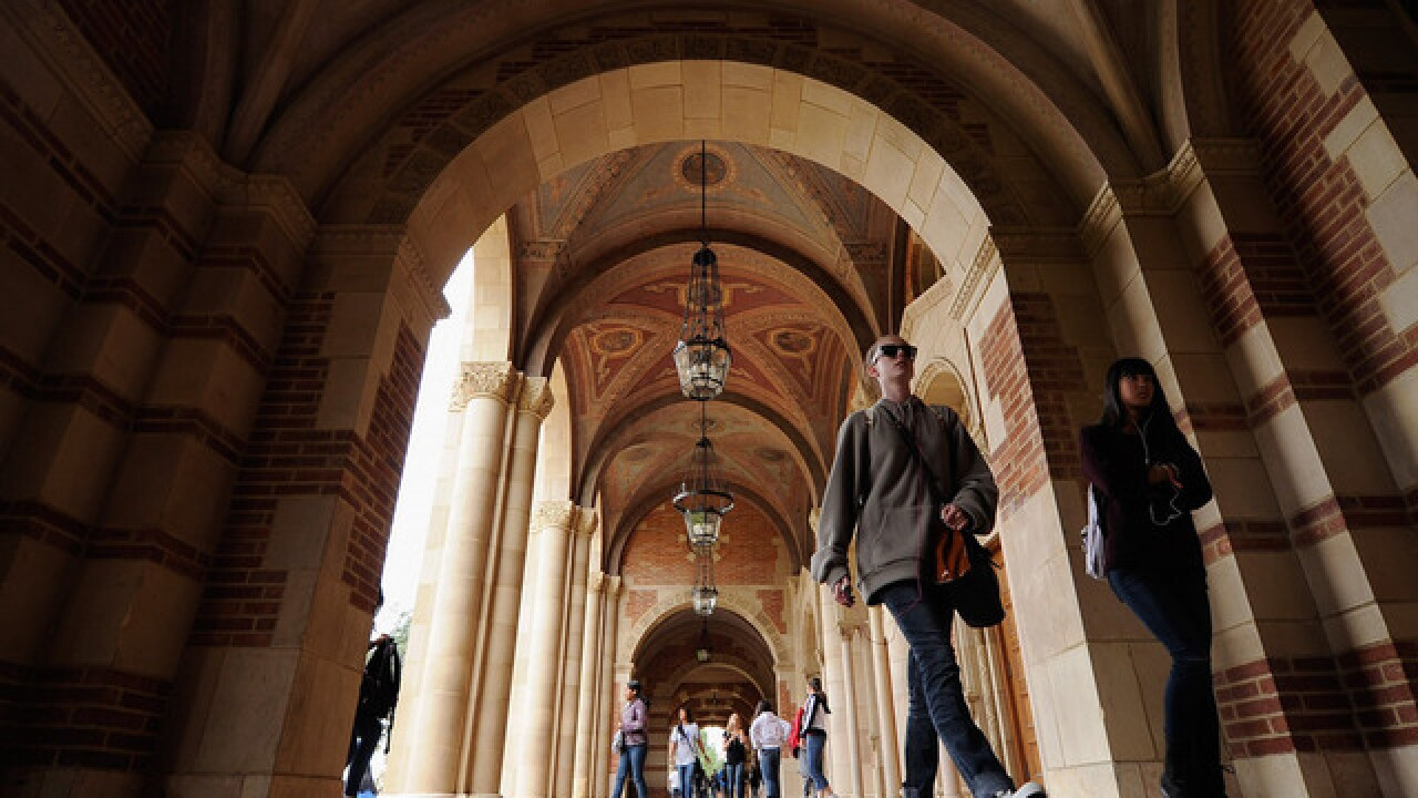 Students try crowd sourcing to pay for college