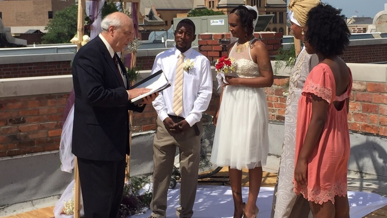 Detroit couple married in rooftop ceremony