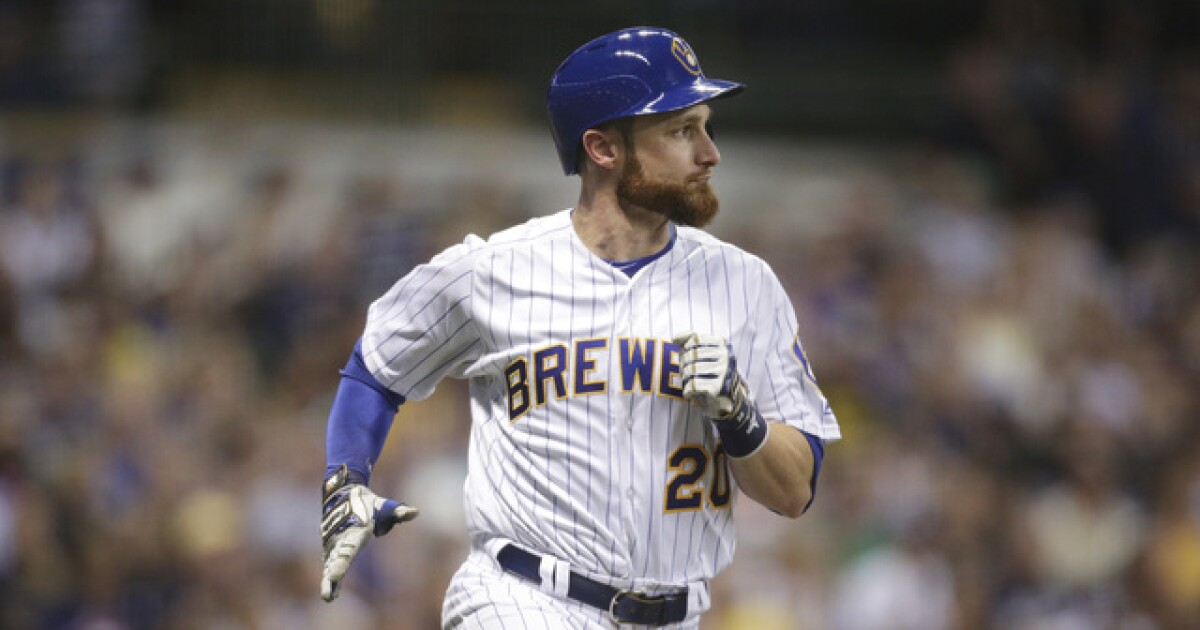 Report: Former Brewers catcher Lucroy signs with rival Cubs