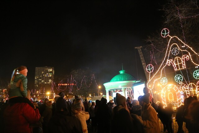 20th Holiday Kick-Off Extravaganza lights up downtown Milwaukee