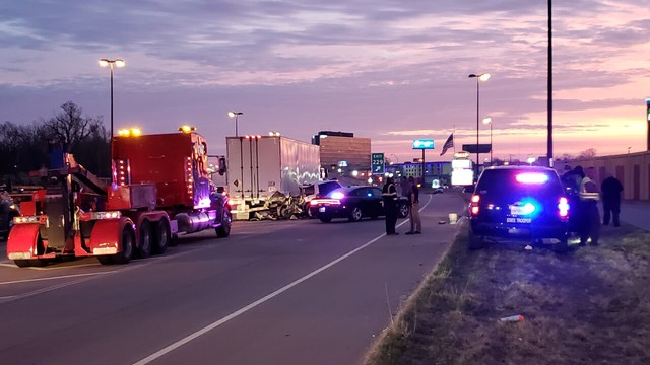 Crash on I-44 in Tulsa leaves one dead