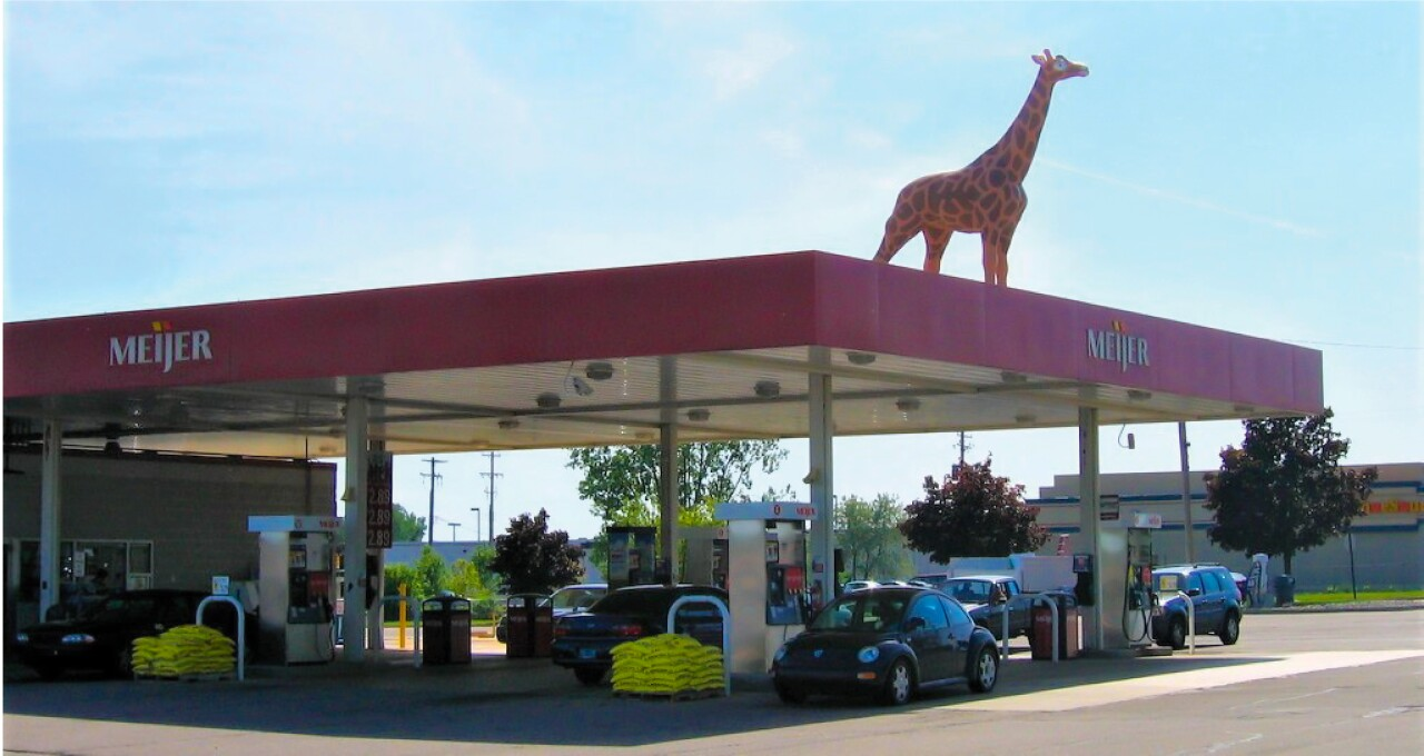 An old snapshot of the giraffe on top of the Meijer gas station.