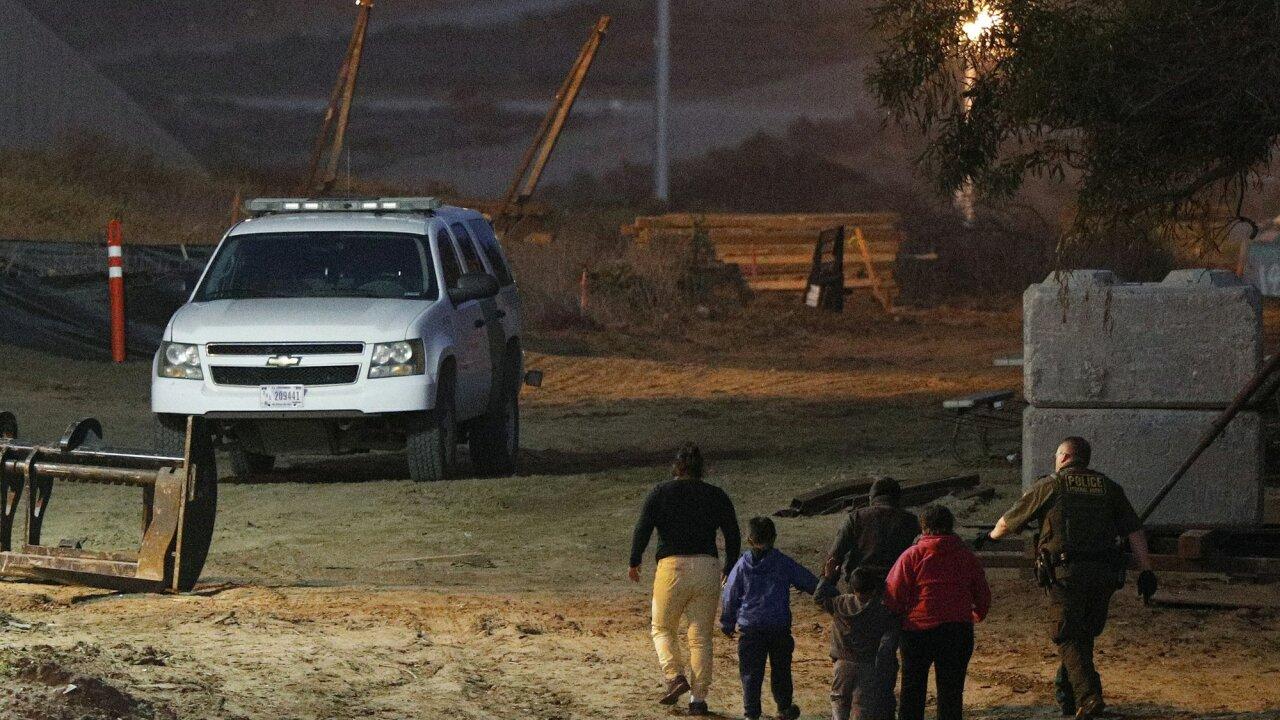 AP San Diego Migrants 2.jpeg