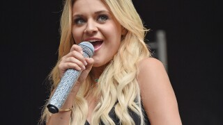 CMA Awards: Kelsea Ballerini talks about fangirling and having dinner with Reba