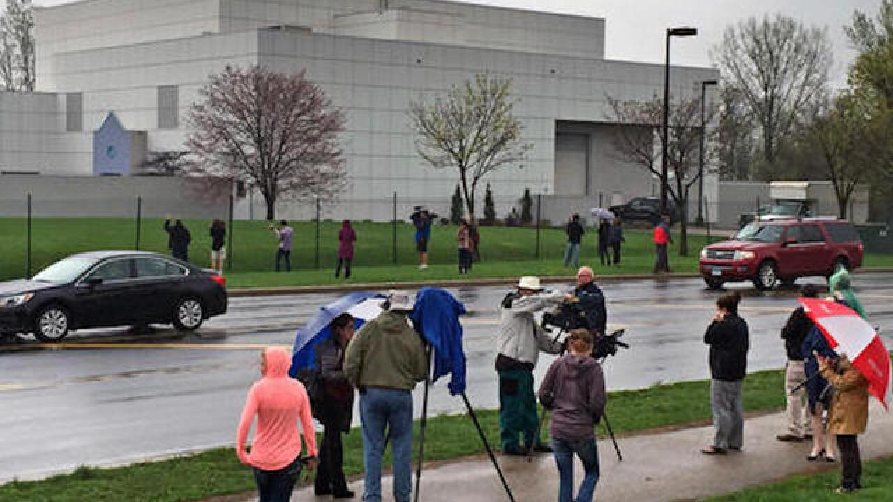 Tour guides, security sought for Prince's Paisley Park