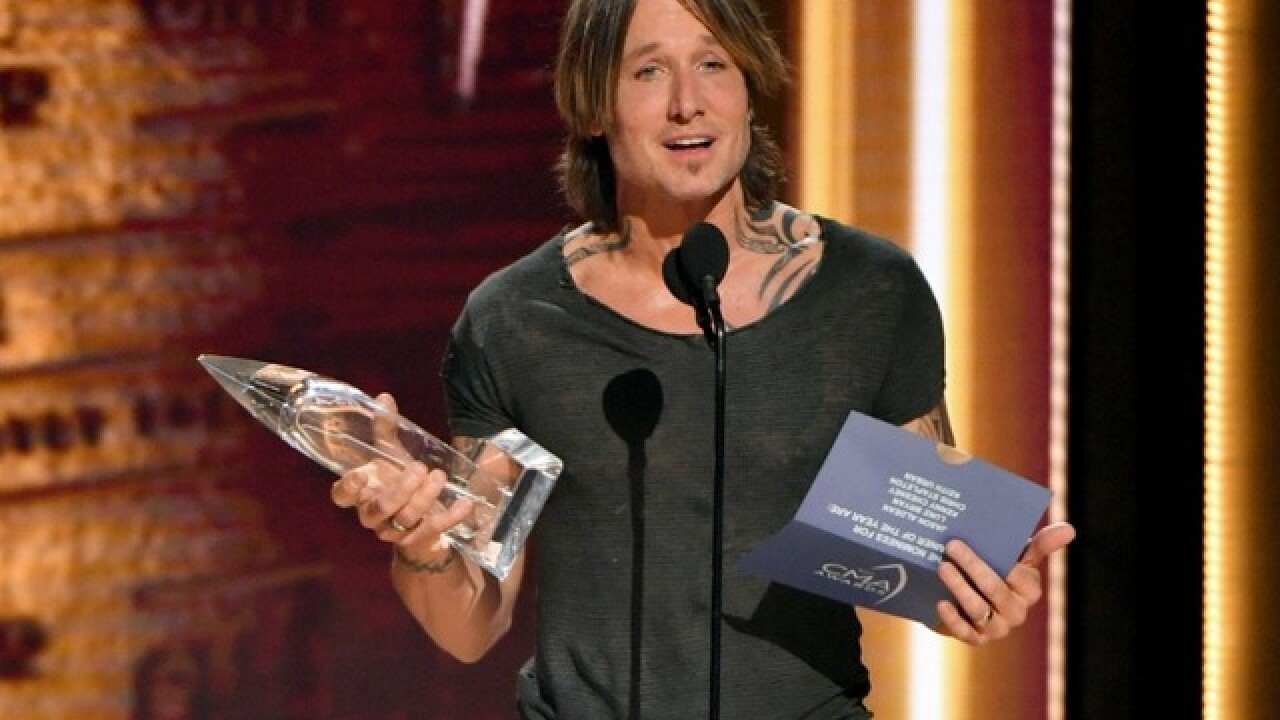 "WATCH: ""Entertainer of the Year"" Keith Urban's acceptance speech at CMA Awards"