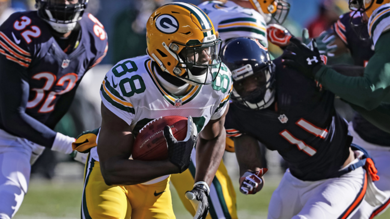 Packers hold off Bears at Soldier Field