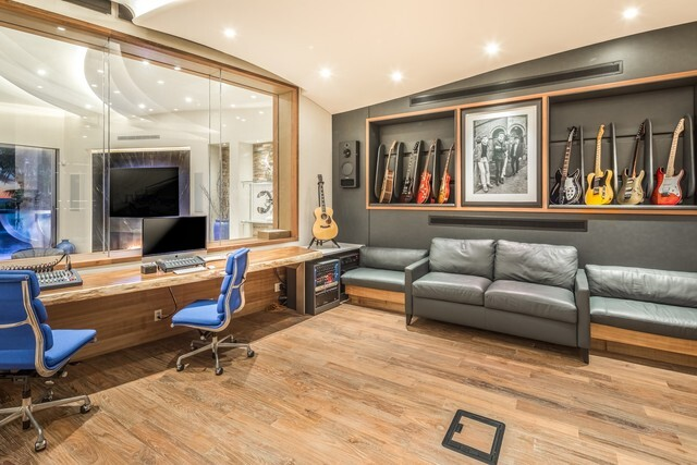 Rock and roll beachfront home in Carlsbad