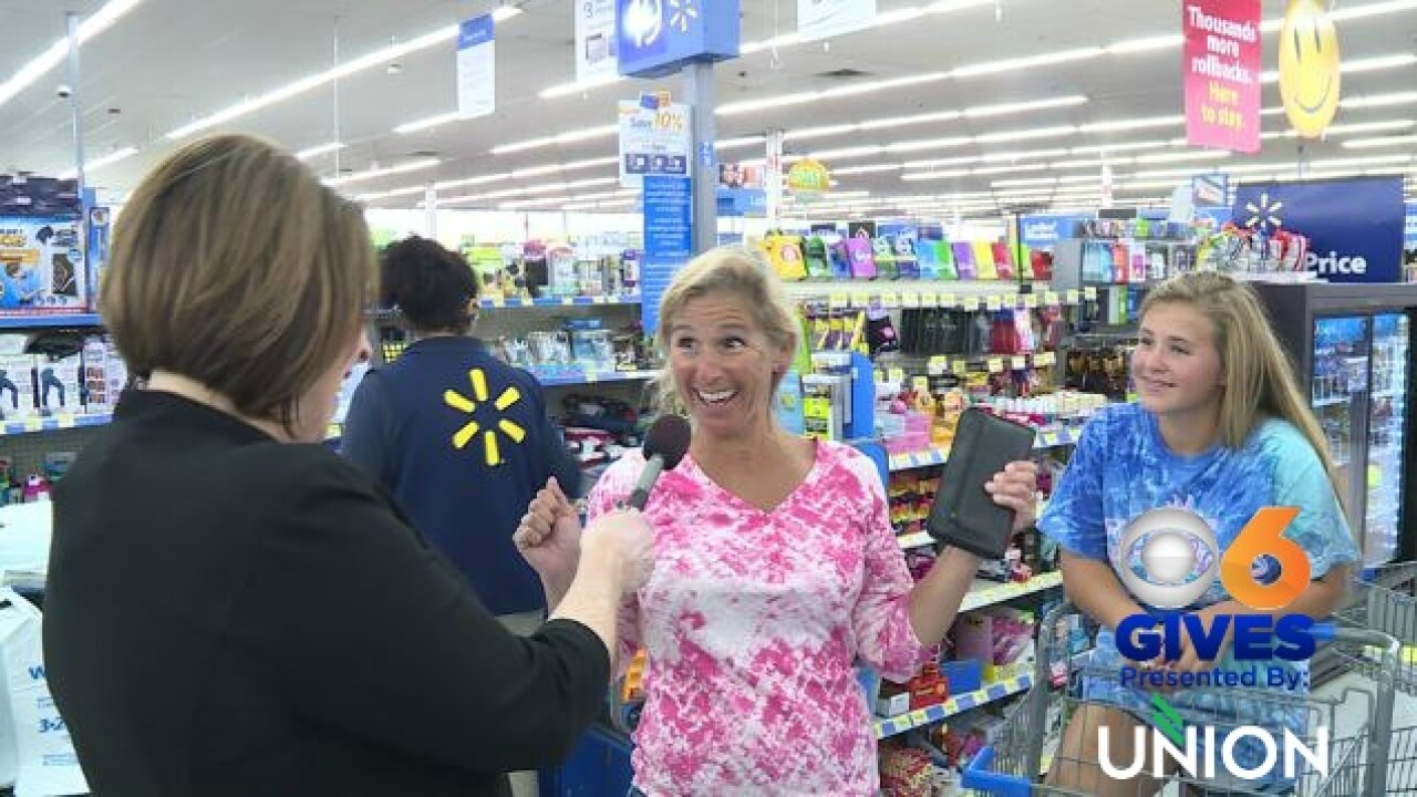 Julie Bragg helps out local mom with back to school shopping