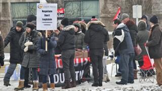 Ontario elementary teachers kick off week of rotating strikes as dispute continues