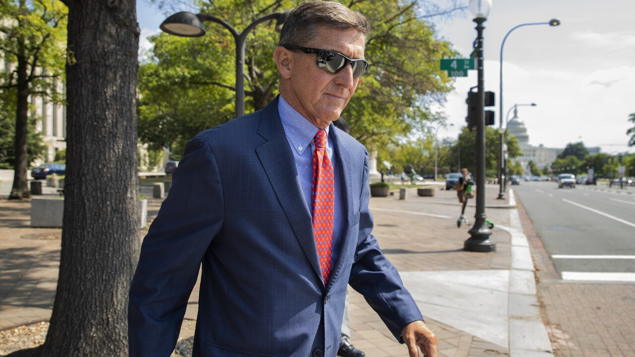 Appeals court orders judge to dismiss case against former National Security Advisor Michael Flynn