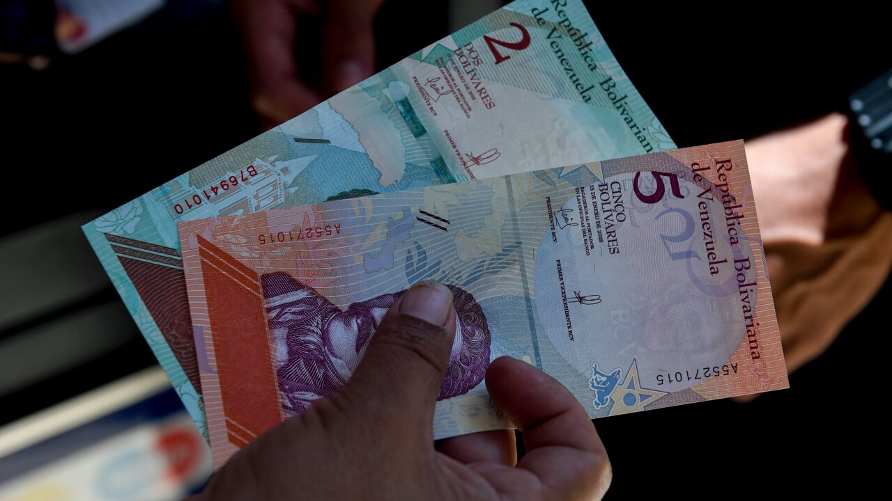 Venezuela issues new currency, amid hyperinflation and social turmoil
