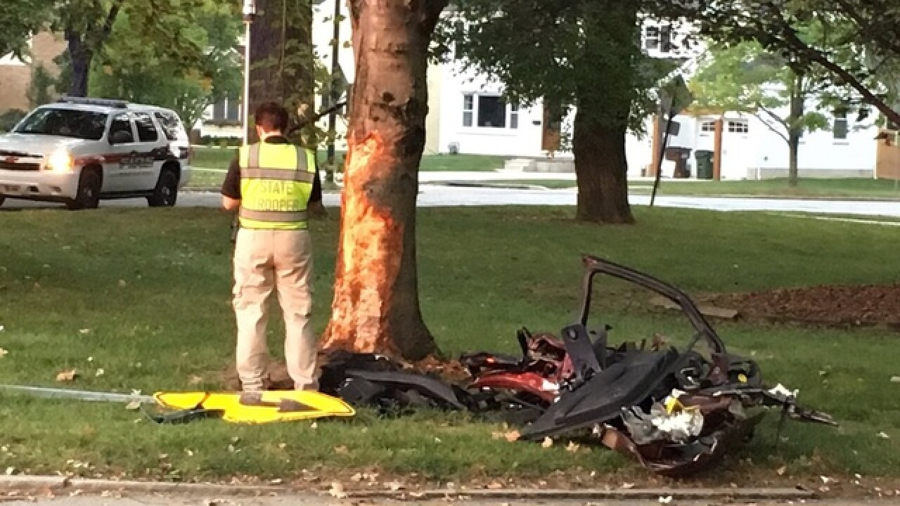 Single-car crash blocks Mariemont Square