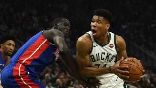 Giannis Antetokounmpo paces Bucks past Pistons