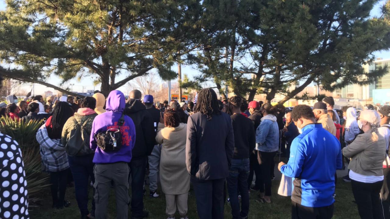 Donovon Lynch vigil.PNG