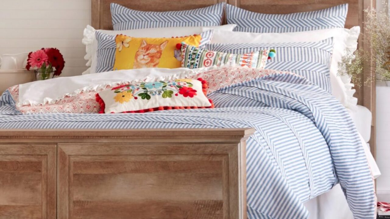 Pioneer Woman comforters are marked down to $14.99 at Walmart right now