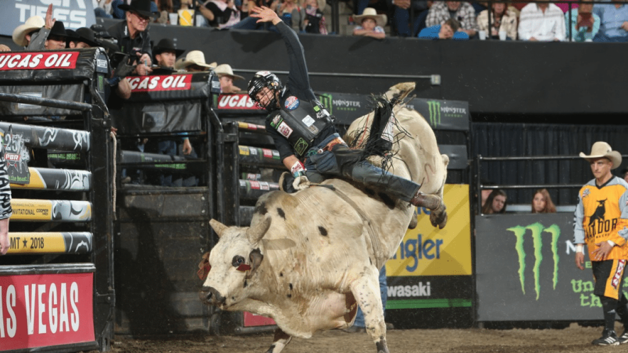 Claudio Montanha Jr. wins PBR Columbus; Leme extends world lead