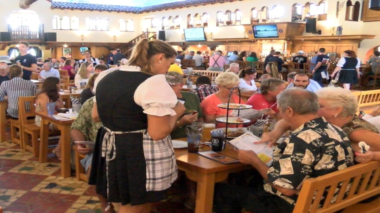 Hofbrauhaus opens to large crowd in St Pete