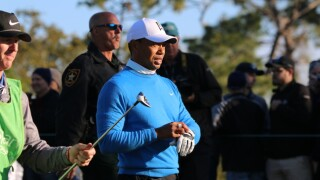 PHOTOS: Tiger Woods moving on at Valspar