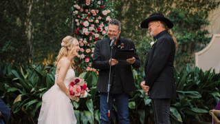 Blake Shelton officiates Trace Adkins' wedding to Victoria Pratt
