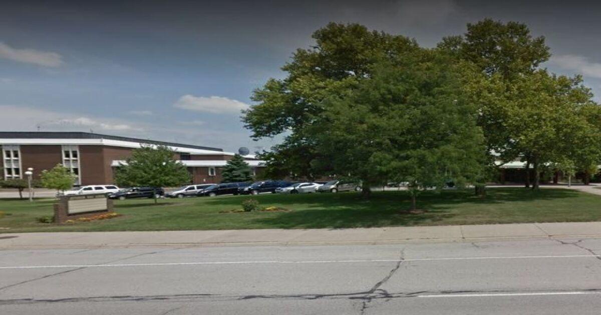 Former Lafayette high school coach accused of sending nude