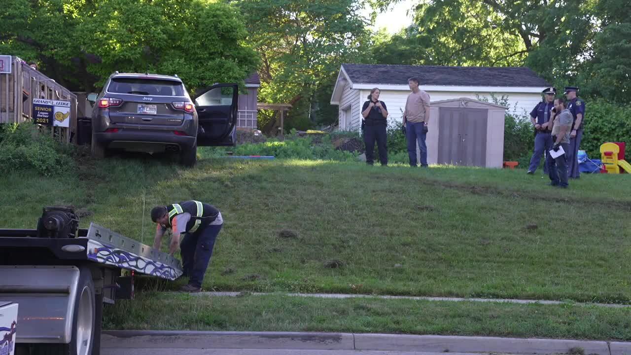 Grand Ledge Manhunt after car crashes at home