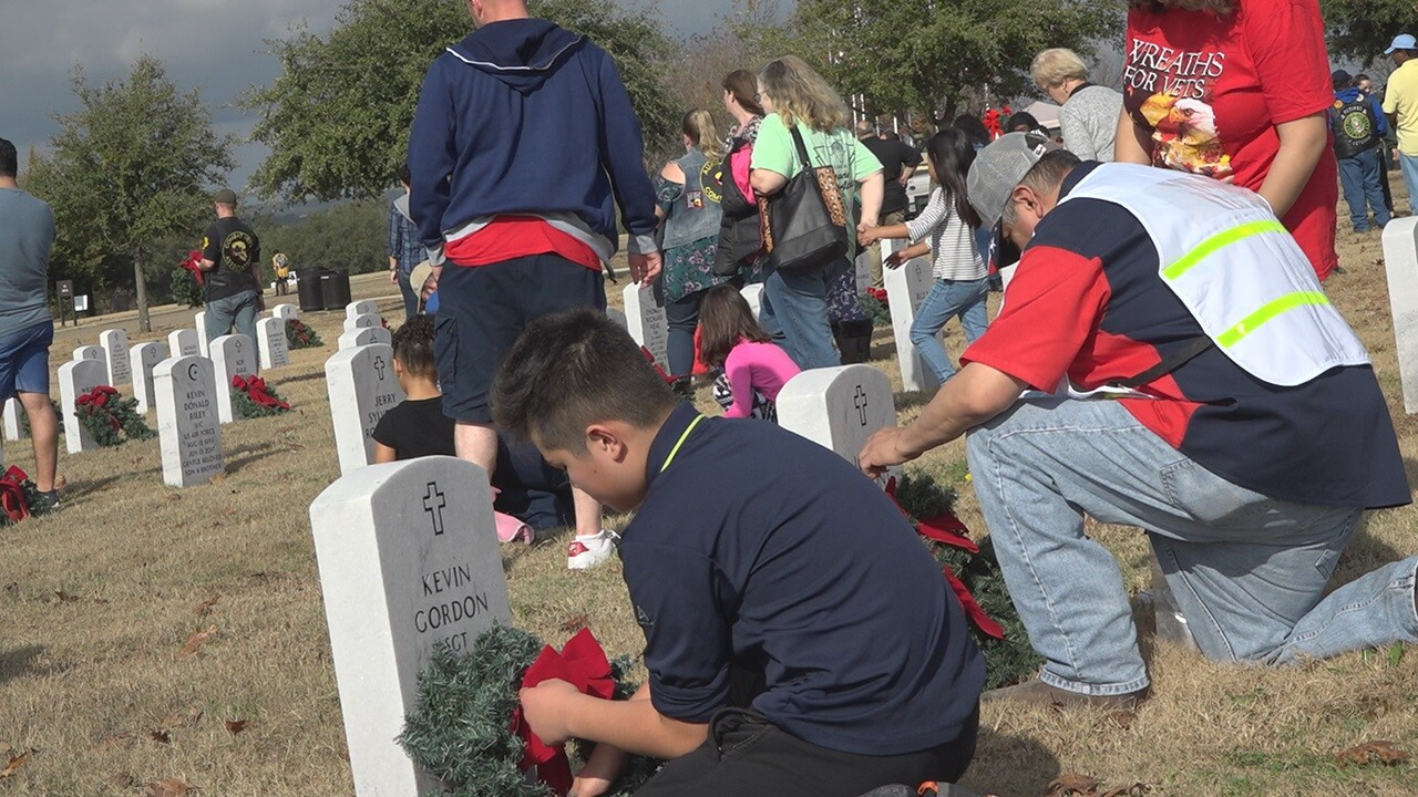 Thousands participate in Wreaths for Vets
