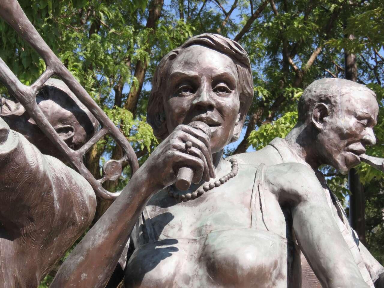 Jazz Trio sculpture at Dreamland Plaza.JPG