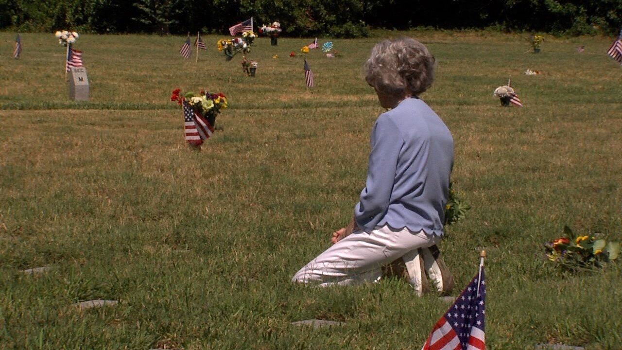 Families-remember-fallen-heroes-at-Bay-Pines-National-Cemetery-1-WFTS.jpg
