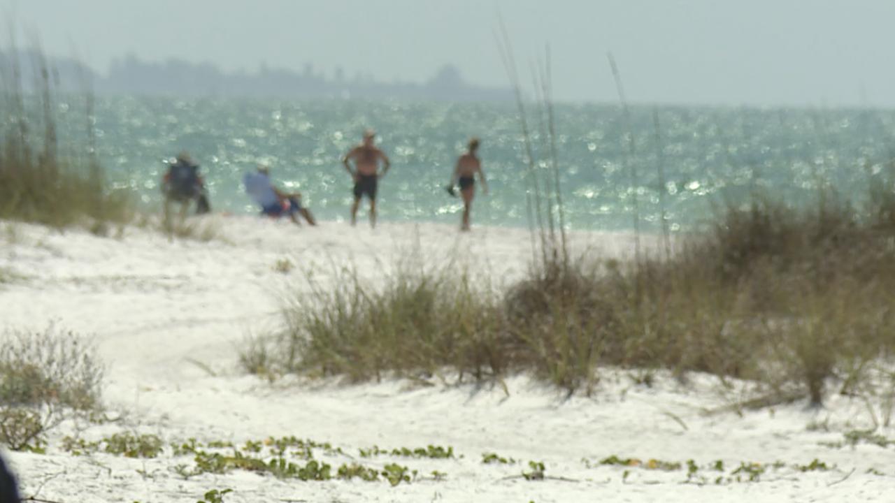 BEACHES-CLOSED-FLORIDA-CORONAVIRUS-SHUT DOWN-ANNA MARIA-002.png