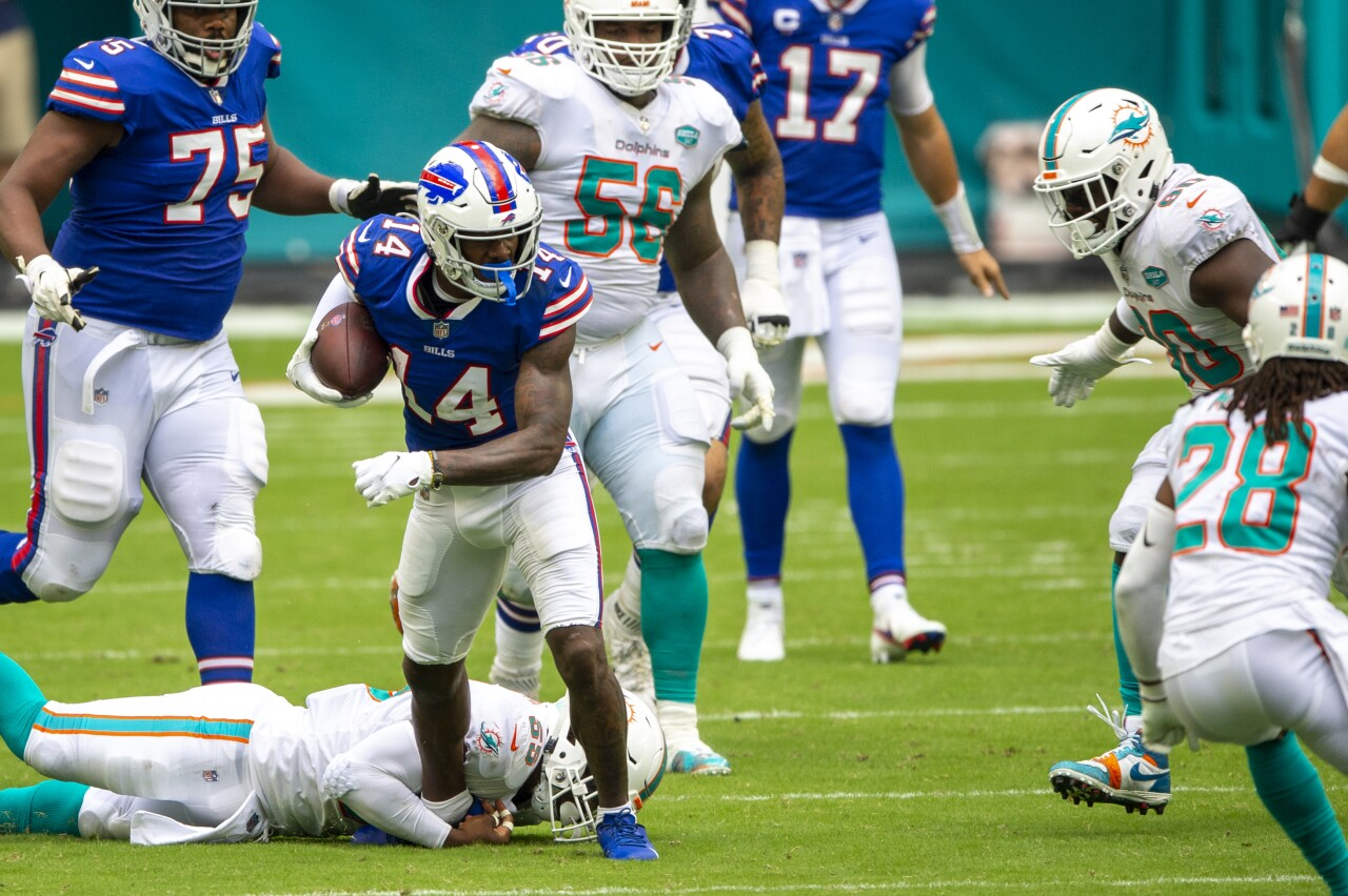 Buffalo Bills receiver Stefon Diggs tripped up at Miami Dolphins in 2020