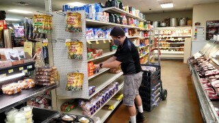 Grocery store workers can apply for $250 in aid from United Way