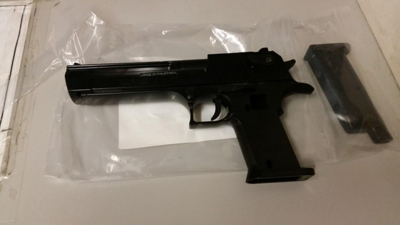 Robberies prompt push for replica gun sale ban