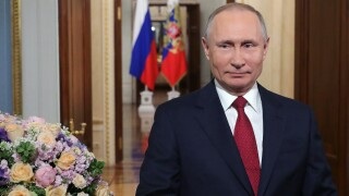 Putin backs amendment allowing him to remain in power