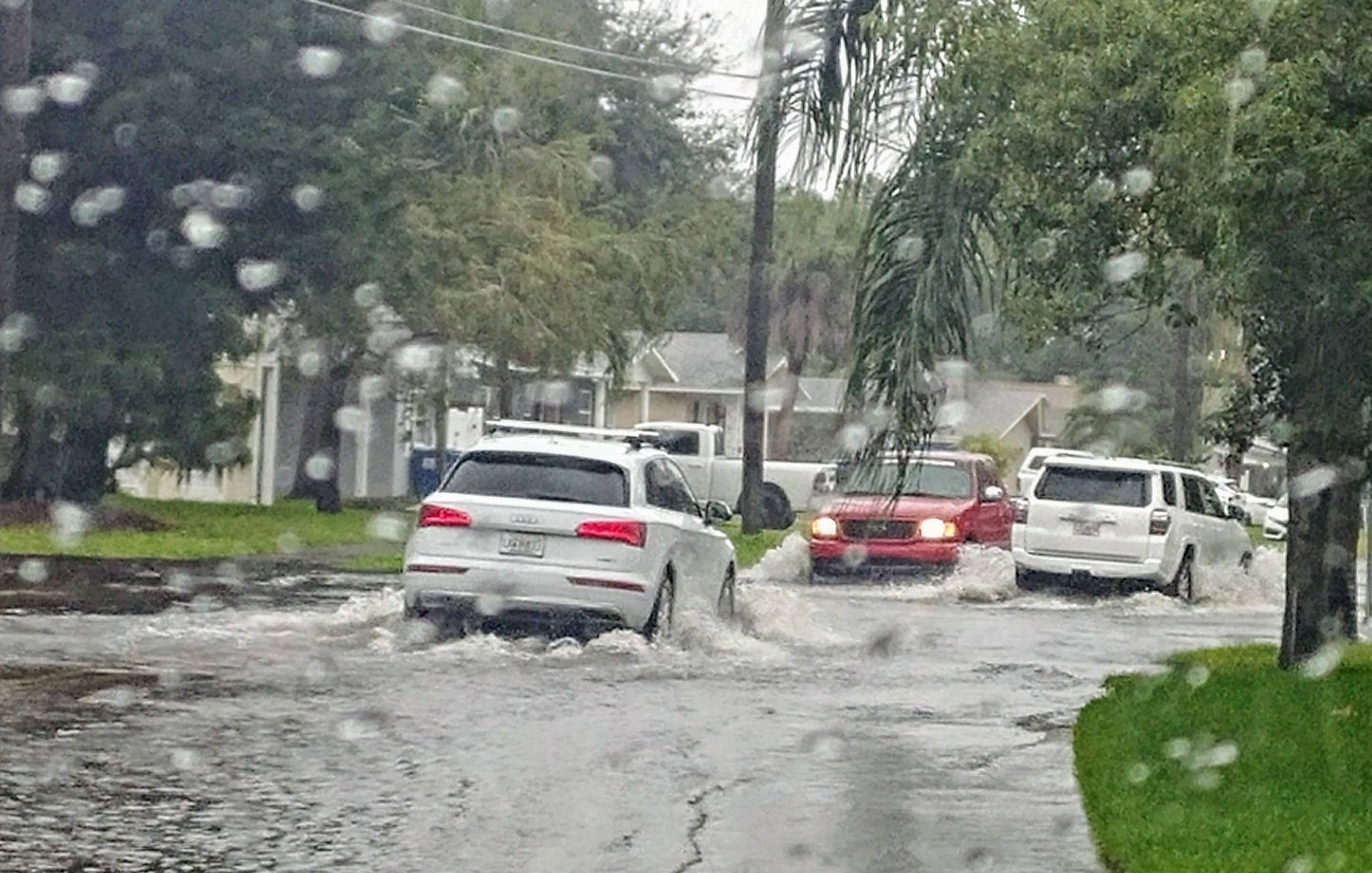 Street flooding on Huntington and Shore Acres ST PETE POLICE.jpg