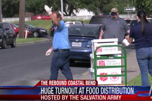 Hundreds show up for Salvation Army food giveaway