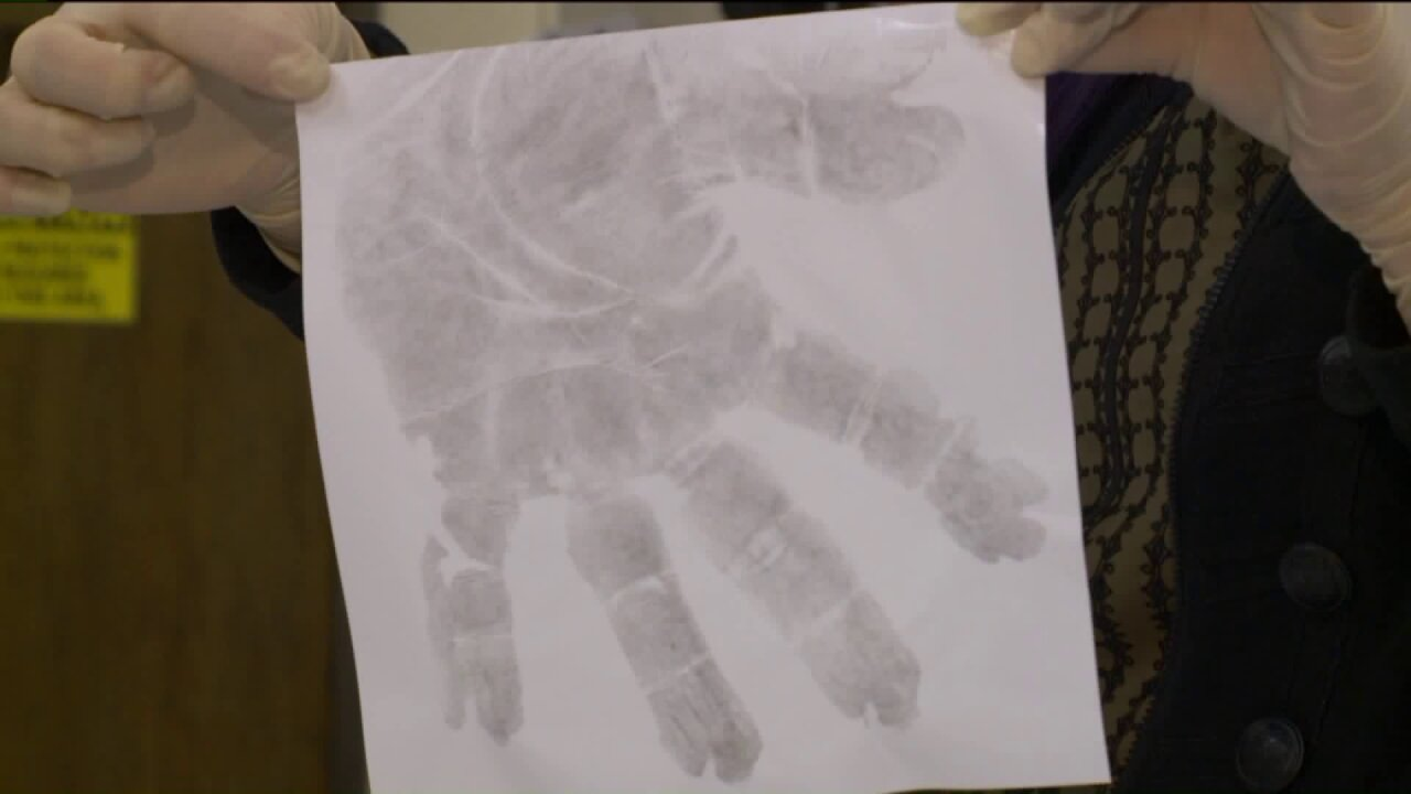 Fingerprints? Some Utah police agencies want the whole palm