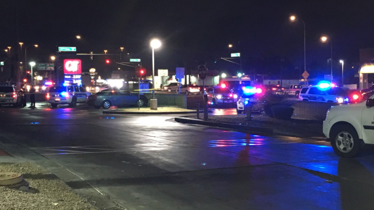Man shot outside Phoenix QuikTrip