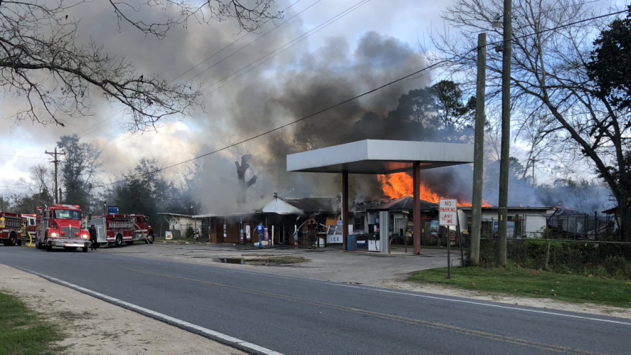 Ken's Country Store in Quincy engulfed in flames 2.PNG