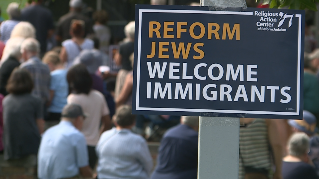 Local Jewish groups call on lawmakers to close border detention camps at vigil