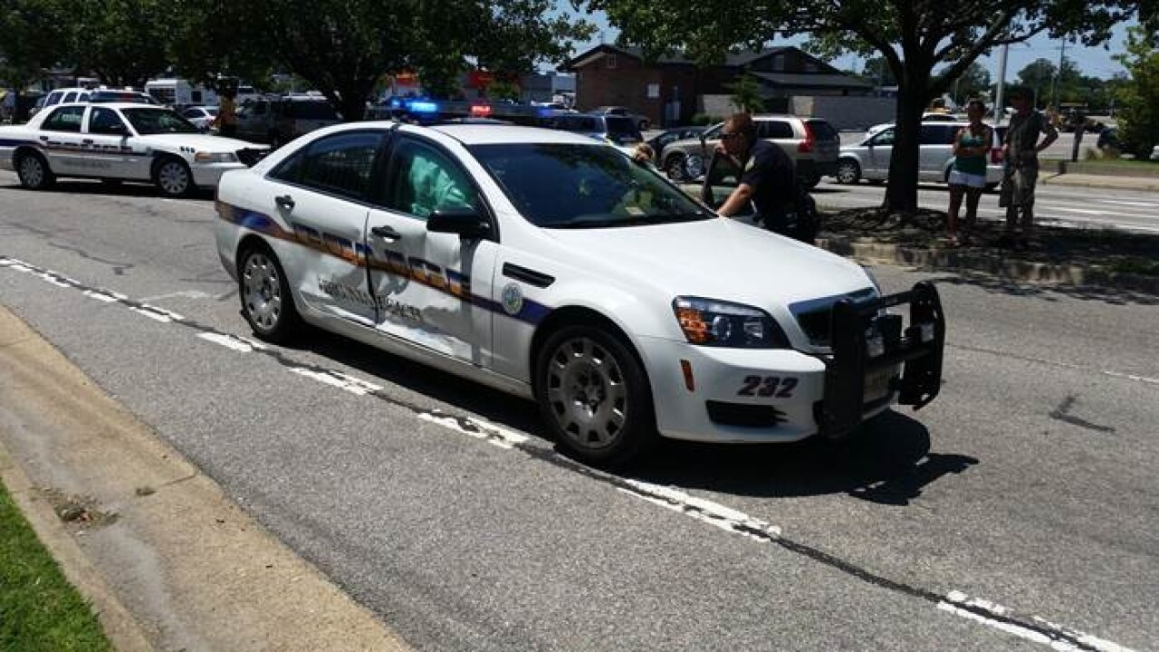 Virginia Beach Police Officer taken to the hospital after caraccident