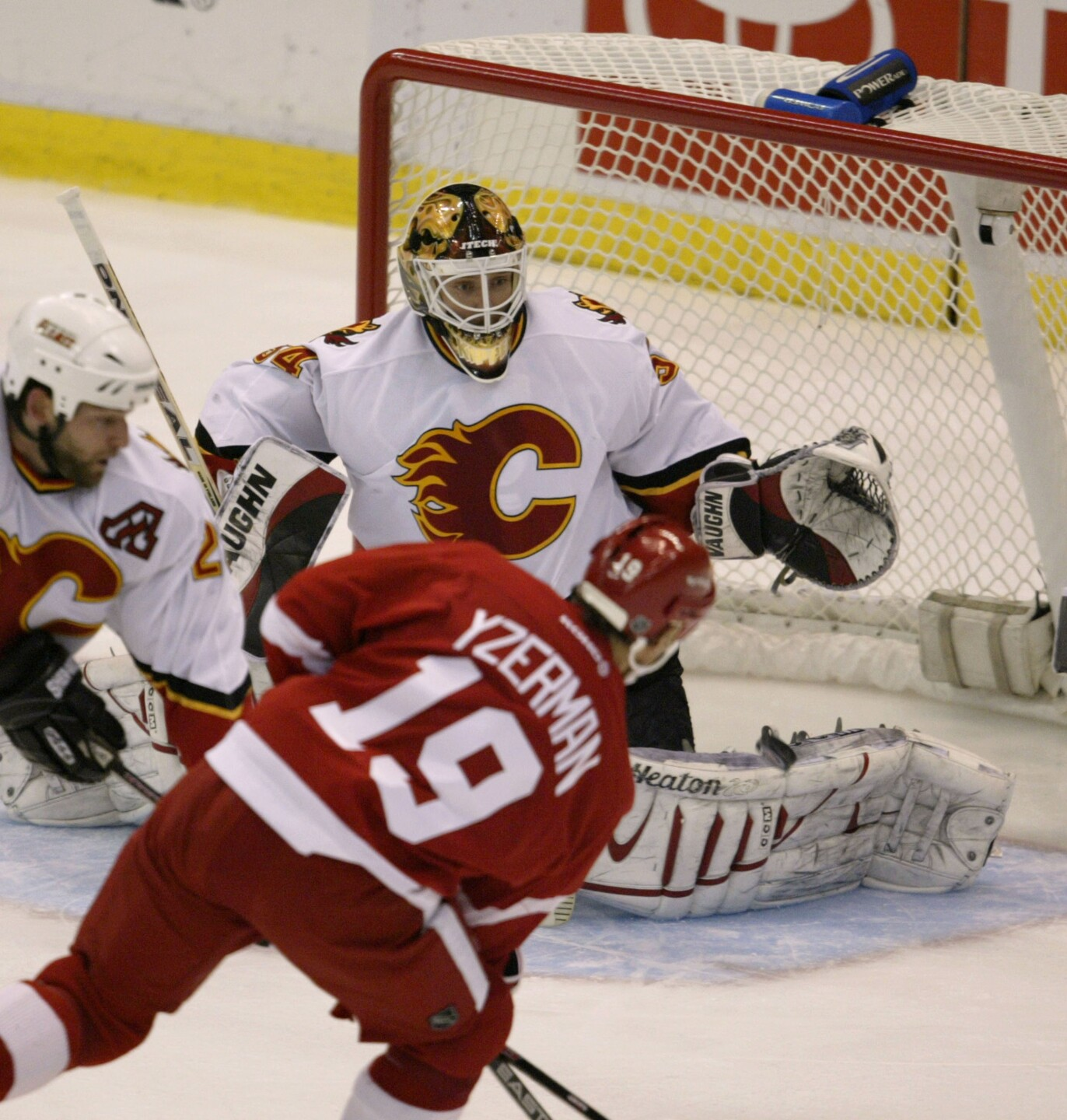 Flames v Red Wings