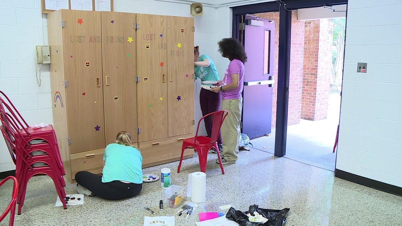 Volunteers beautify Hanover elementaryschool